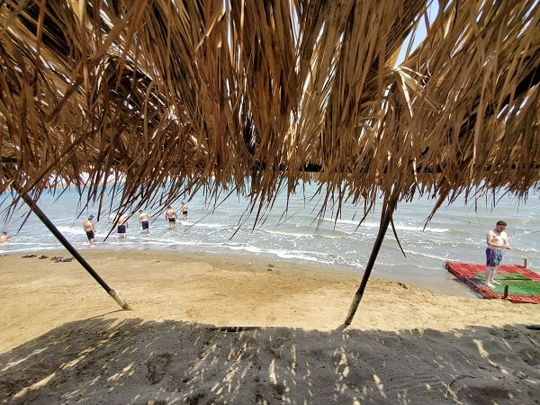 חוף נווה מדבר - חופשה זוגית בים המלח