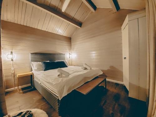 חדר השינה במלון מטיילים