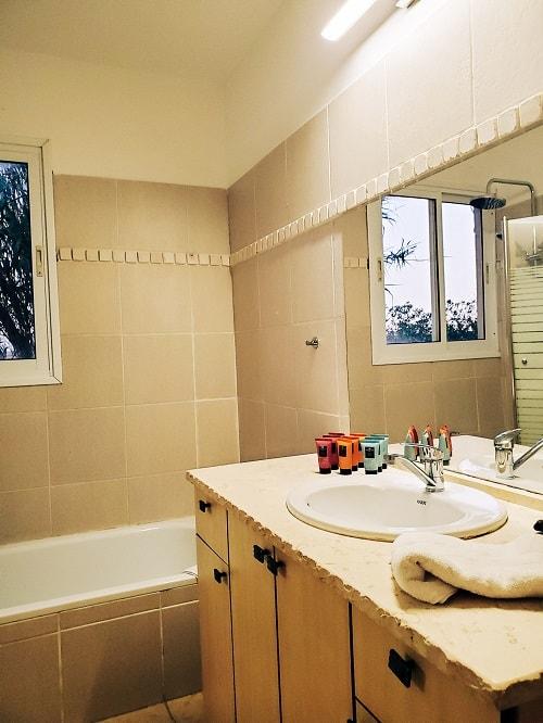 חדר המקלחת של הסויטה